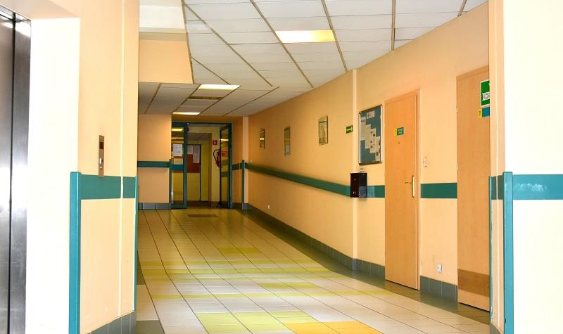 Zdjęcie korytarza szpitalnego